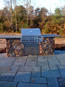 Outdoor grill with stone face