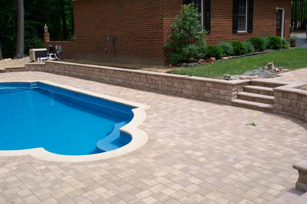 Pool with retaining wall for Cool decking around pool